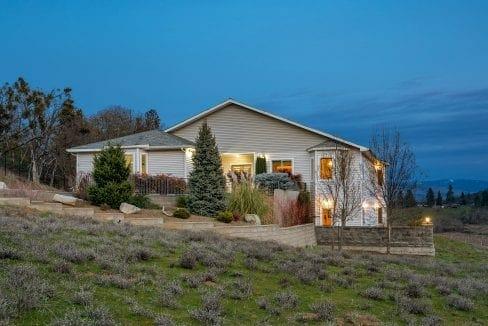 Pioneer-Road-Vineyard-Estate-Oregon-11