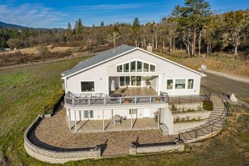 Pioneer-Road-Vineyard-Estate-Oregon-12