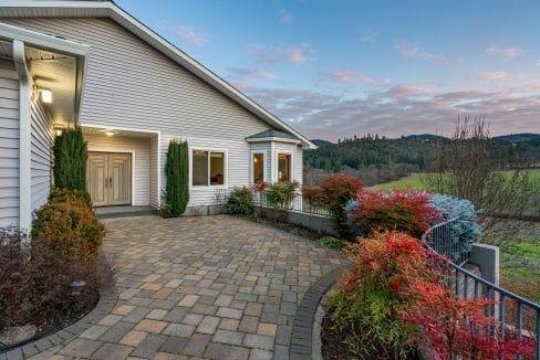 Pioneer-Road-Vineyard-Estate-Oregon-15