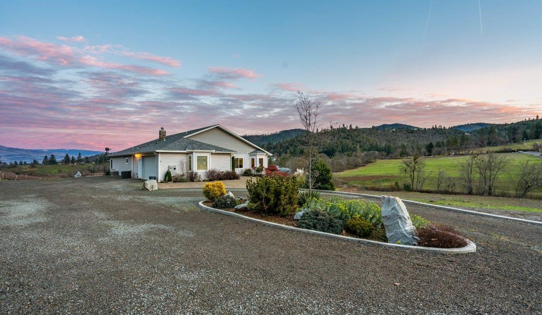 Pioneer-Road-Vineyard-Estate-Oregon-40