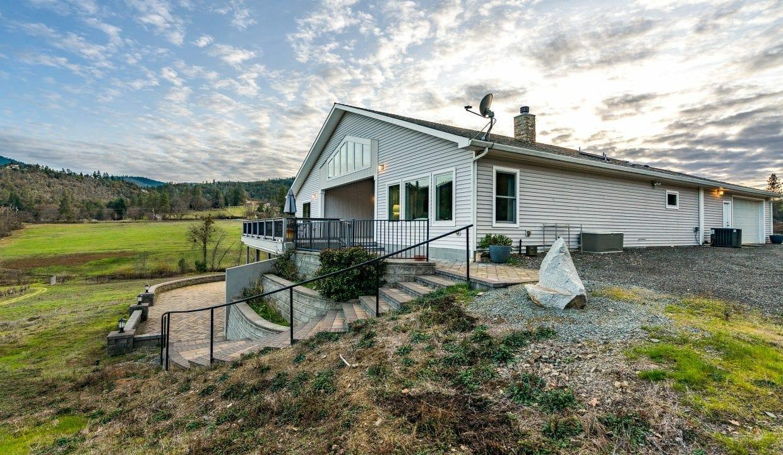 Pioneer-Road-Vineyard-Estate-Oregon-41