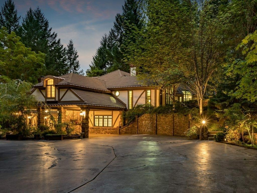 371 Hessar Yantis Estate Luxury
