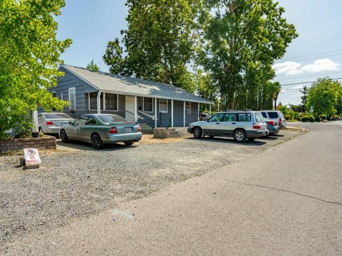 8 Kenwood Avenue, Medford, OR 97504